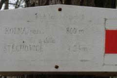 Značka na konci pozůstatku nejstarší turistické cesty